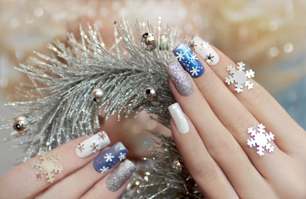 10 Festive Christmas Nail Designs You Want To Decorate and Try
