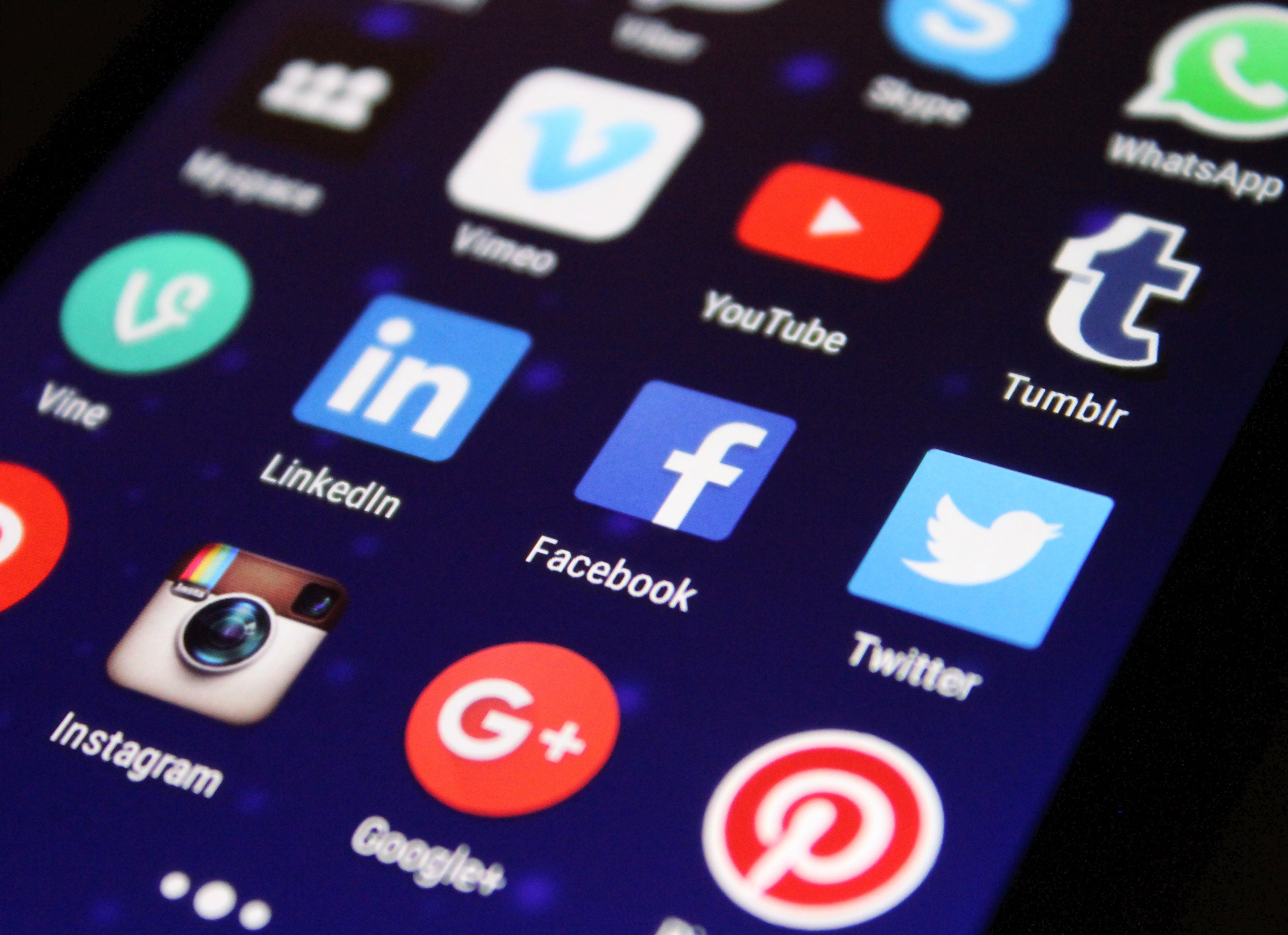 using Social media and how to get web design clients fast
